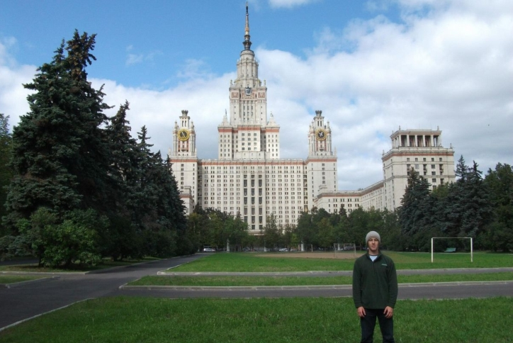 Student standing in front of Universitet Russia