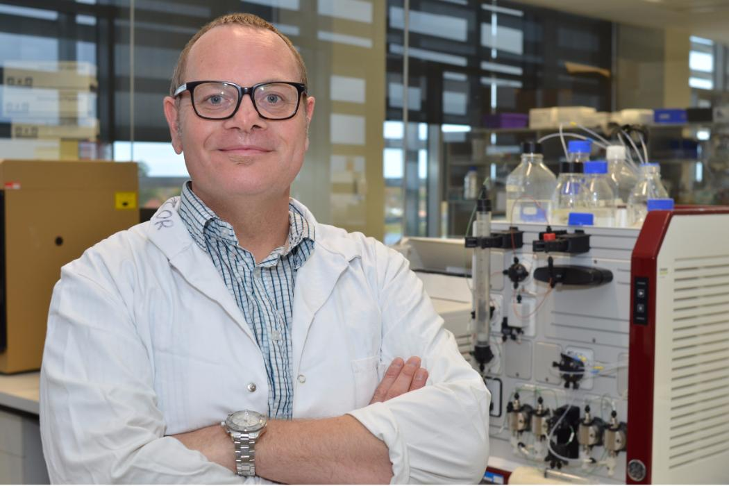 Researcher in front of lab equipment © University of Canterbury