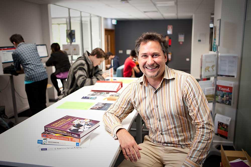 Dr Jörg Finsterwalder, Management and Marketing