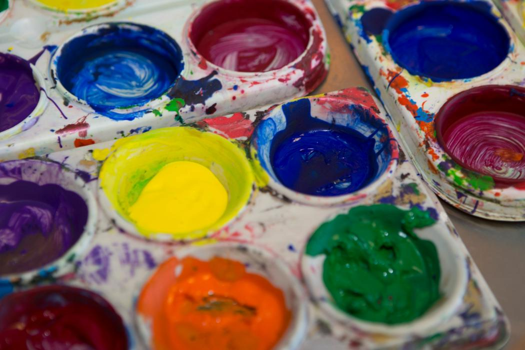paint palettes in classroom