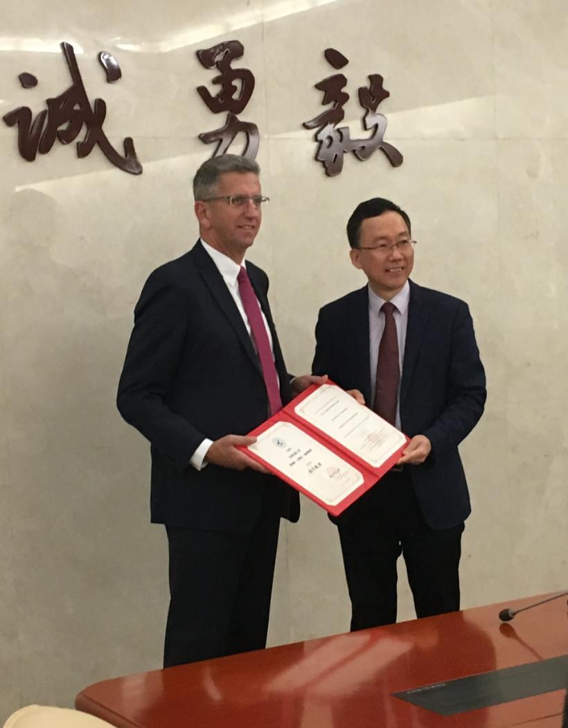 Geoff Chase, award, NPU, China