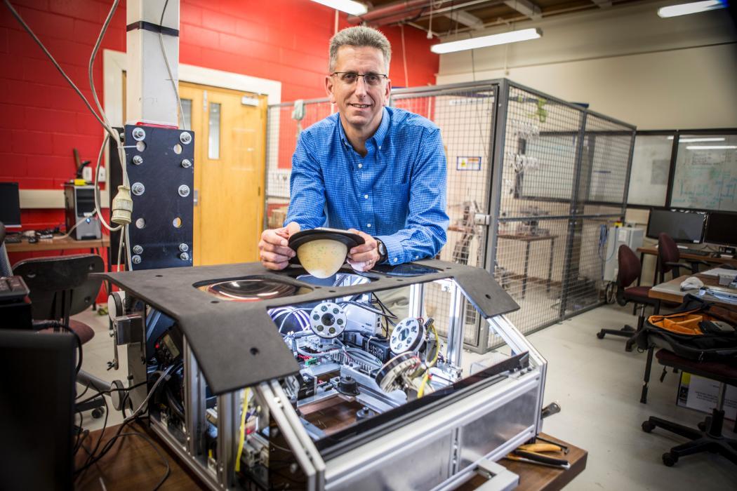 Geoff Chase lab facilities mechanical engineering. © University of Canterbury 2017