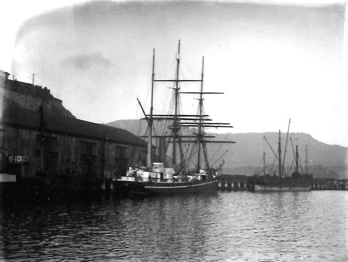 MB1051, Charles Chilton Photographs, Ref. 16710, Lyttleton, Terra Nova – Robert
