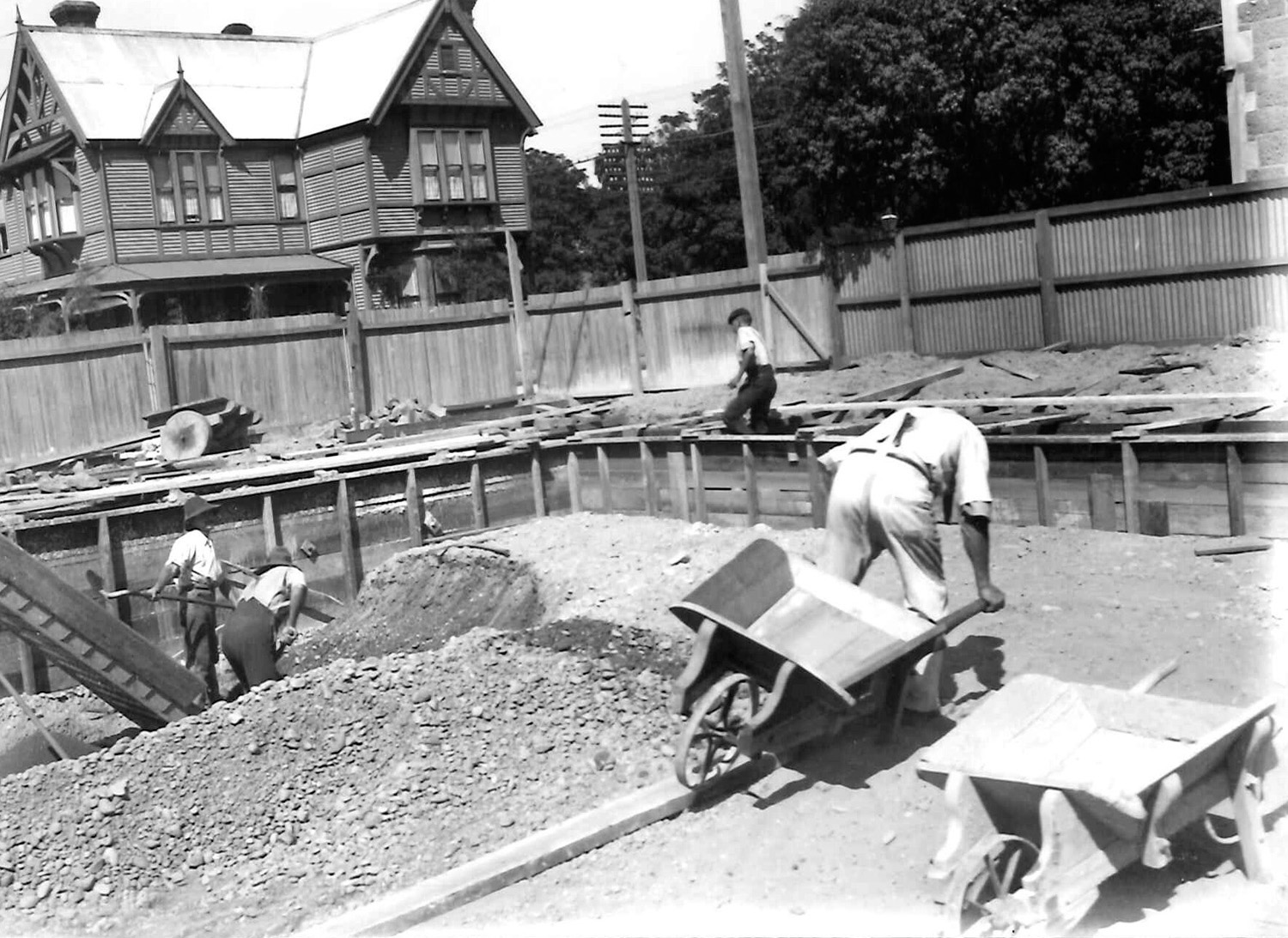 MB_1051_17088_DiggingFoundations - Imported from Library News system