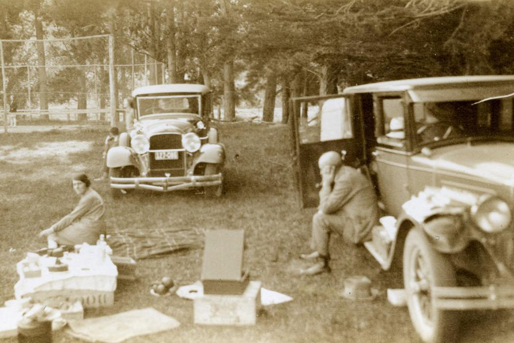 picnicking in the past cars and people