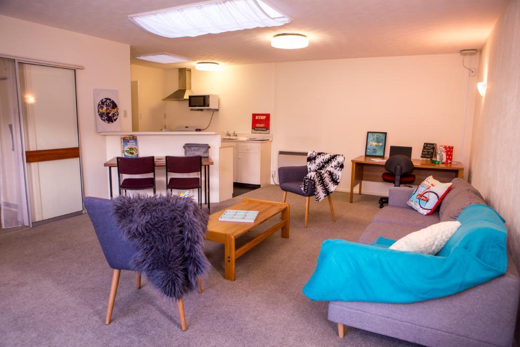 Kirkwood flat lounge room