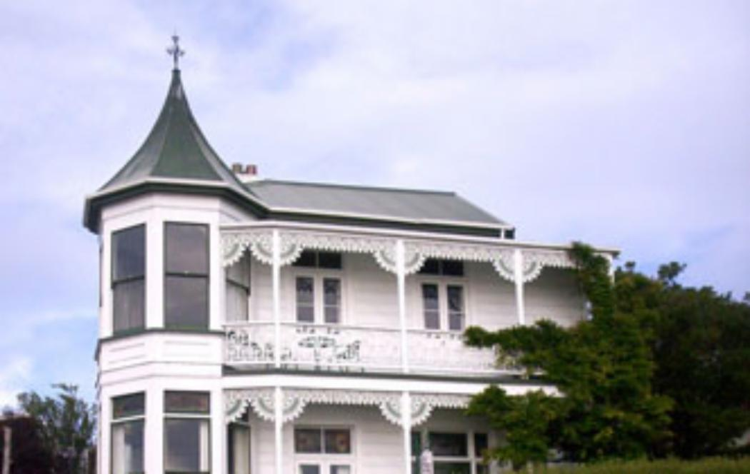 UC offers assistance with Auckland housing crisis