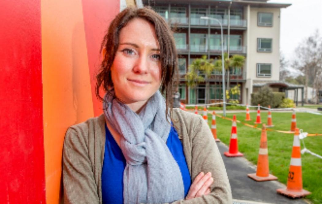 Schools students test quake resilient design at UC