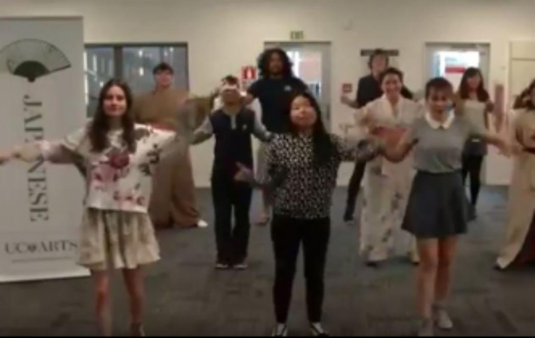 Japanese lecturer challenges pupils to a dance-off