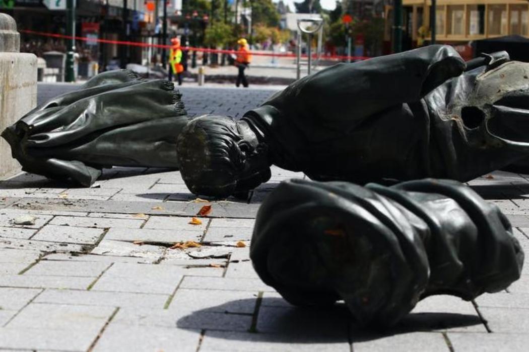 Topped statue John Robert Godley