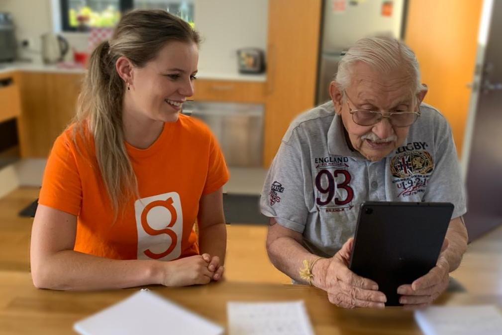 A new startup is helping seniors join the digital age.