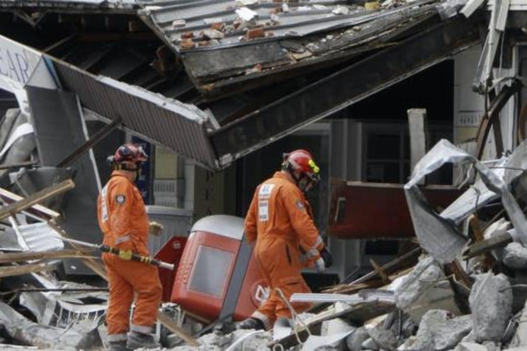 Emergency workers on Colombo Street