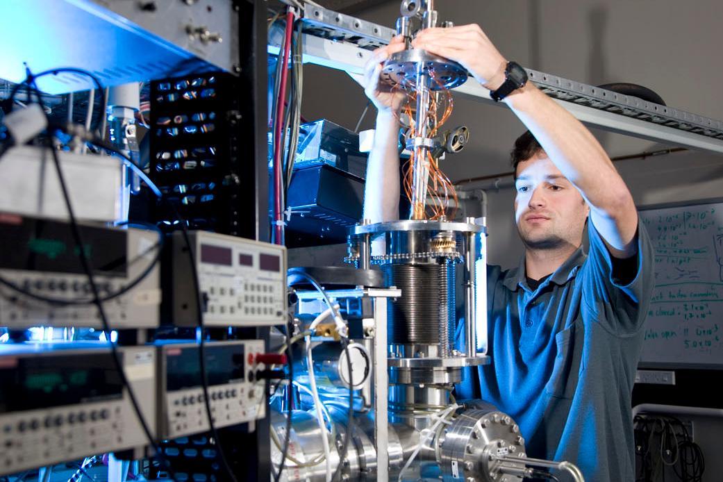 SPCS, student in lab