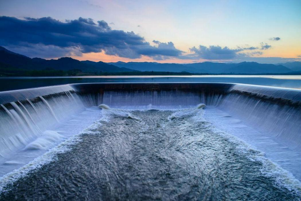 Spillway in hydro system