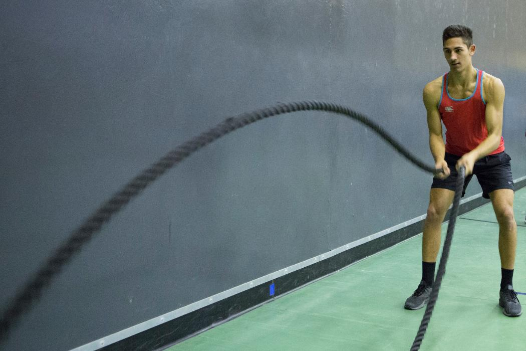 Male battle rope