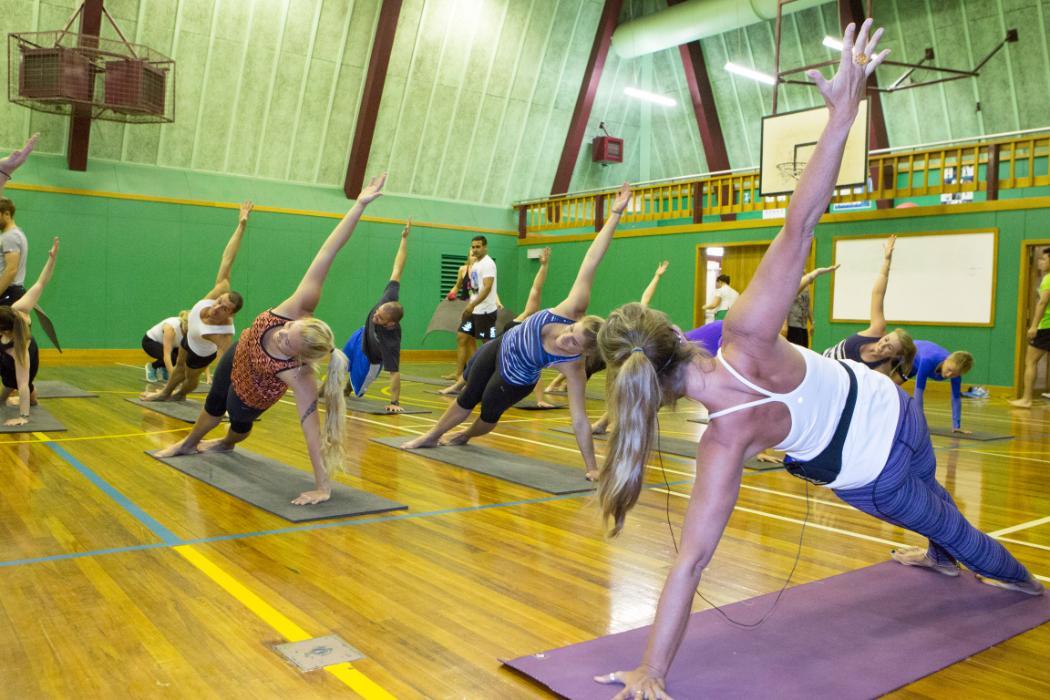 Yoga_Sideplank_Pilates_UCR