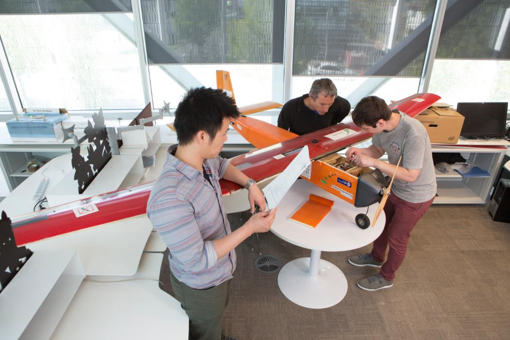 Students and supervisor working on plane © University of Canterbury 2017
